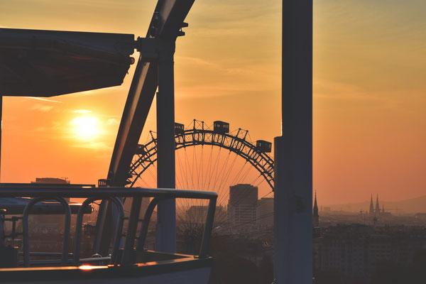 Der Prater in Wien. Erst das Riesenrad, dann der Praterturm. Höhen machen Angst. Aber auch stark.