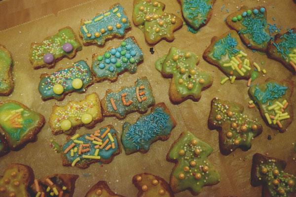 Kekse in Zugform - die » Zugvögel « grüßen auch zur Weihnachtszeit.