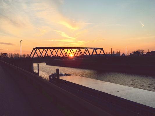 Innehalten beim Joggen. Duisburg.