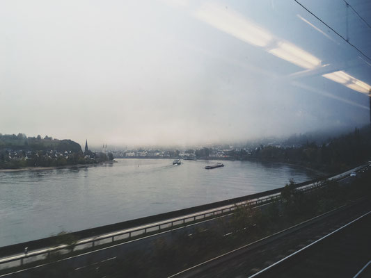 Wieder viel Bahn gefahren in diesem Jahr. Schnappschuss am Rhein nahe der Loreley.