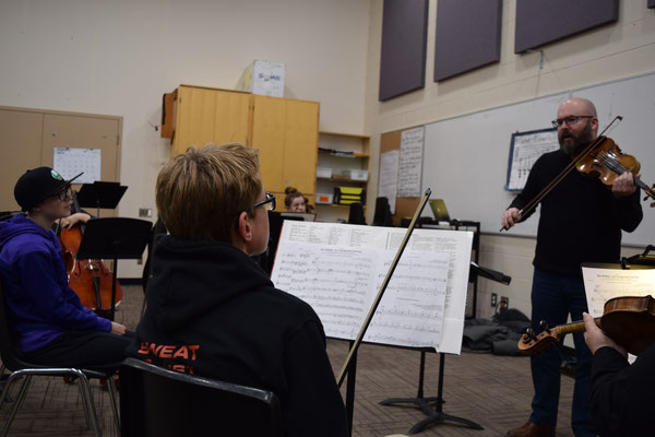 Mark Fewer works with the Owen Sound Music for Youth string section.