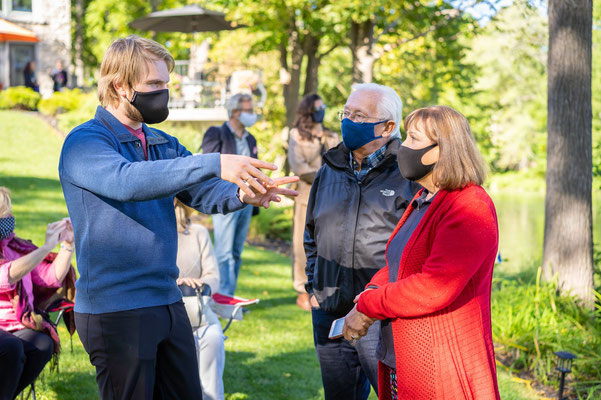 Keith Hamm chat with Ken and Maureen Sutherland safely with masks on. The Sutherlands were Musician Partner for Keith.