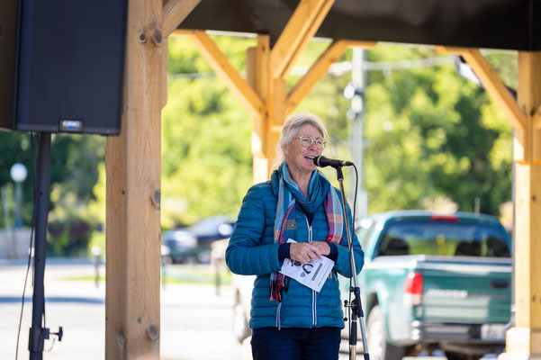 Board Member Colleen Purdon welcome everyone to Sunday Brunch Pop-Up at Owen Sound Farmers' Market.