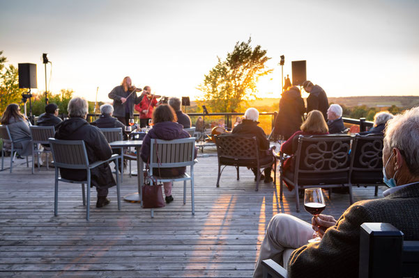 Patrons enjoy an incredible sunset concert at Coffin Ridge.