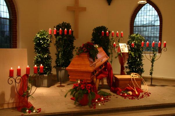 Blumenschmuck zur Trauerfeier