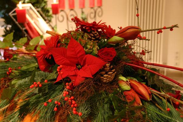 Sargdekoration mit Weihnachtsstern