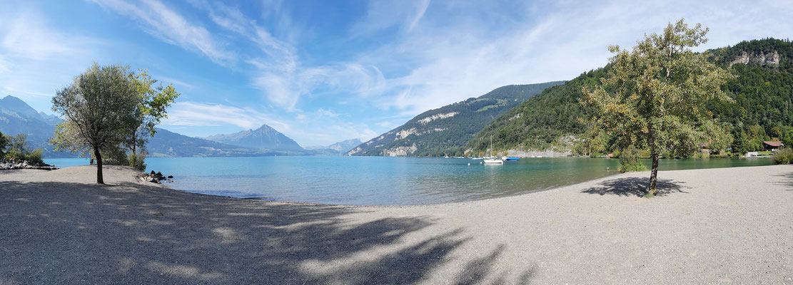 Strand auf der Manor Farm, Thunersee bei Interlaken, 14.09.2019 (Handy-Pano)