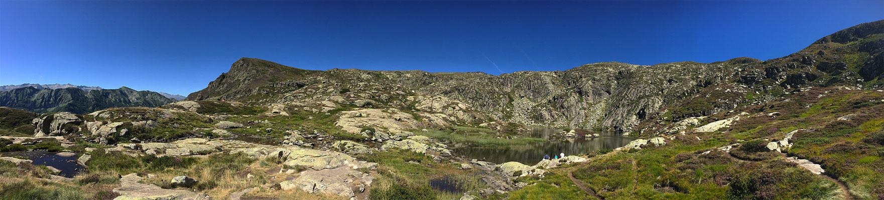 Pano montagne lac