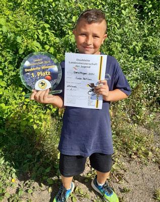 Luca mit Pokal und Urkunde :-)