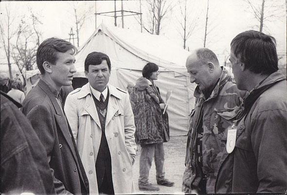Шеф (второй справа) принимает доклад. 1998 г.
