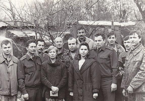 """Редакция """"Солдата России"""". 1995 г. А.Э.Рамазанов во втором ряду в центре."""