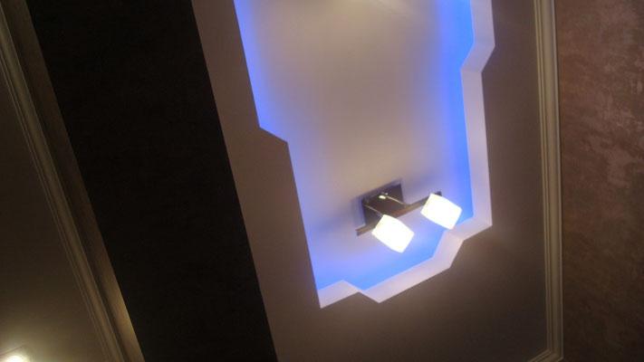 Потолок с закарнизной подсветкой.Вид 9. ИНТЕРЬЕР ТРЕХКОМНАТНОЙ КВАРТИРЫ