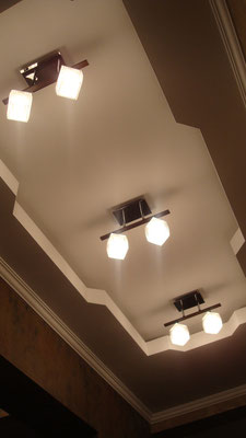 Потолок с закарнизной подсветкой.Вид 5. ИНТЕРЬЕР ТРЕХКОМНАТНОЙ КВАРТИРЫ