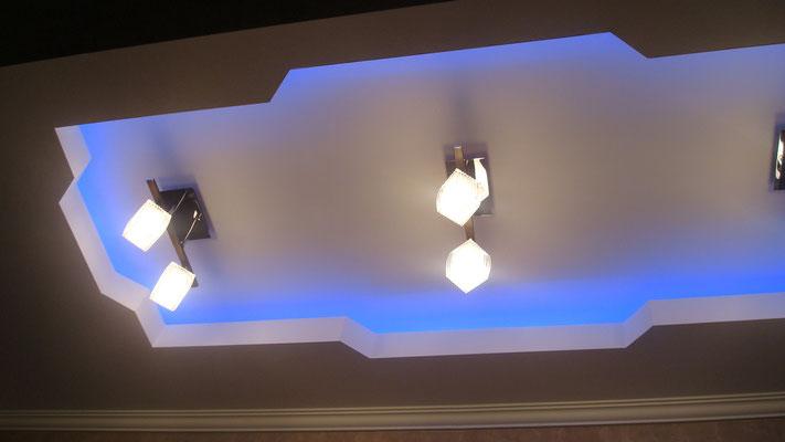 Потолок с закарнизной подсветкой.Вид 11. ИНТЕРЬЕР ТРЕХКОМНАТНОЙ КВАРТИРЫ