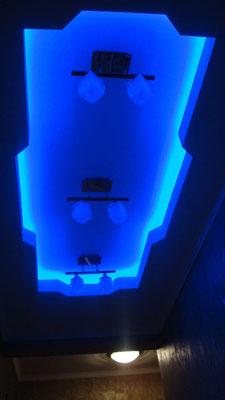 Потолок с закарнизной подсветкой.Вид 2. ИНТЕРЬЕР ТРЕХКОМНАТНОЙ КВАРТИРЫ