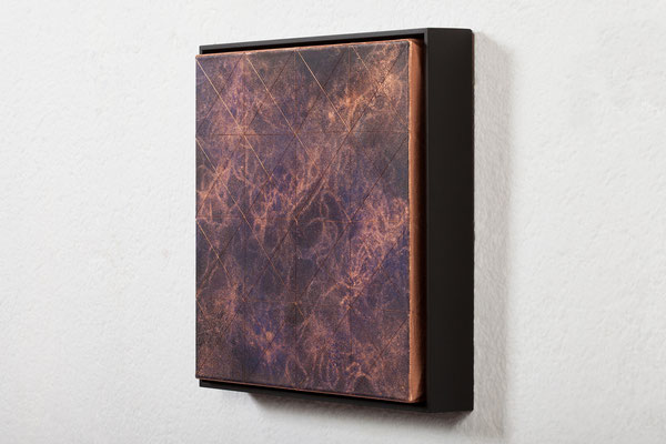 Katharina Lehmann / SEEMINGLY SAVE UNIVERSE VI / Thread-Drip Painting - acrylic paint, copper wire on canvas / 32x32x5,5 cm / 2017 / Photo © Julia Smirnova