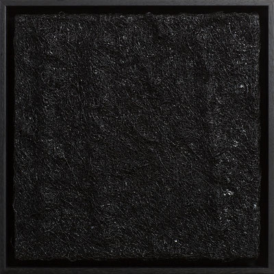 Katharina Lehmann / BLACK MONOCHROME / DAS KLEINE SCHWARZE / Thread-Drip Painting - Acryl, 1.000 Meter Faden auf Leinwand / 30x30 cm / 2014 / Photo © Andrej Nikolajew