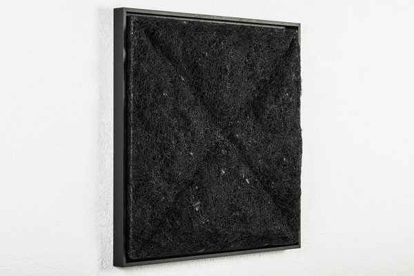 Katharina Lehmann / ORGANIC TRIANGLES / Thread-Drip Painting - acrylic paint, thread on canvas / 60x60 cm / 2016 / Photo © Julia Smirnova