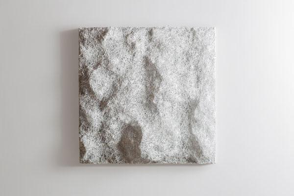Katharina Lehmann / WHITE MONOCHROME / Thread-Drip Painting - Acryl, 1.000 Meter Faden auf Leinwand / 50x50 cm / 2014 / Photo © Andrej Nikolajew