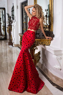 Extravagantes, rotes Abendkleid