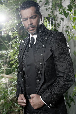 Extravaganter Anzug