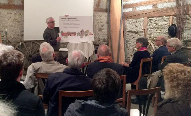 Fritz Wehrli begrüsst die Gäste und führt durchs Projekt.