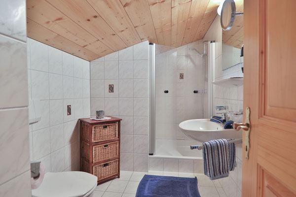 Appartment Monika im Montafon - Appartment Gweil - Badezimmer zum Schlafzimmer 1