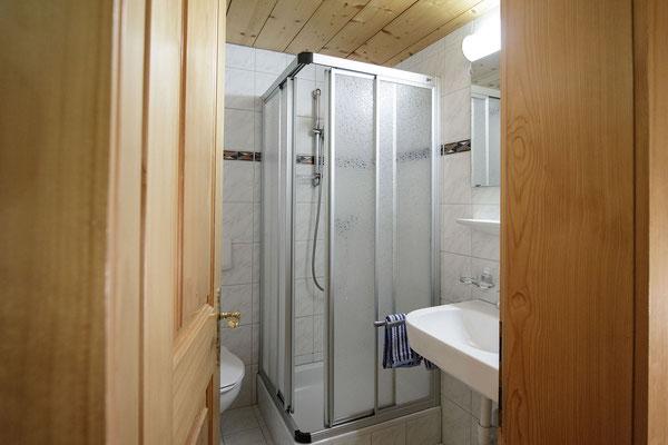 Appartment Monika im Montafon - Appartment Gweil - Badezimmer zu Schlafzimmer 2 identisch mit Badezimmer zu Schlafzimmer 3