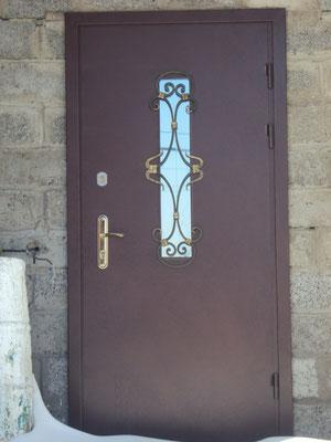 Металлическая дверь со стеклом монтаж произведен в городе Одинцово.
