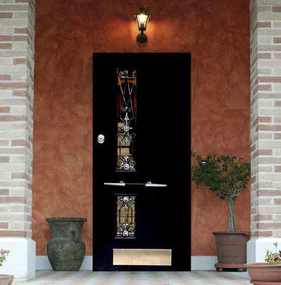 Входные металлическая дверь со стеклом в Можайске.