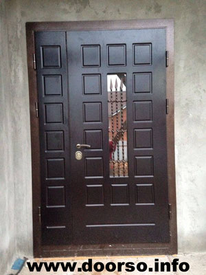 Двупольная дверь со стеклом.