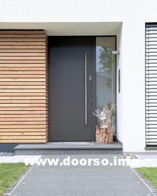 Металлические подъездные двери со стеклом.