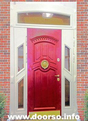 МДФ филенка. Полотно двери окрас красное дерево, по бокам вставки в белый цвет с остелением.