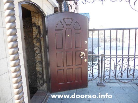 Арочная дверь.
