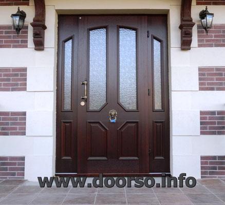 Металлическая входная дверь с двумя стеклянными вставками. В городе Руза.