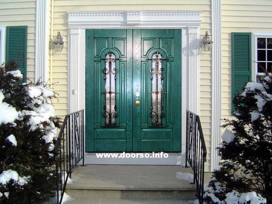 Металлическая двух полая дверь. Цвет зеленая патина.