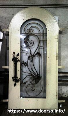 Монтаж металлической двери на заказ в городе Можайск.