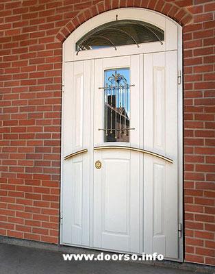 Металлическая двупольная дверь. Цвет белый.