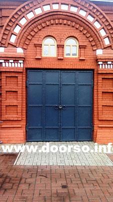 Металлическая дверь серии сундук в торговых рядах.