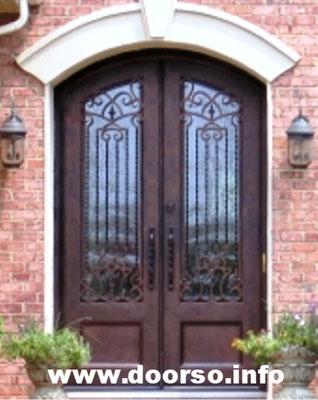 Двуполая металлическая дверь аркой.