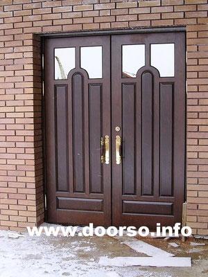 Металлическая дверь со стеклом в коттедж.