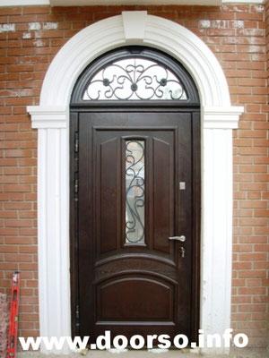 Металлическая двери с неподвижной аркой.