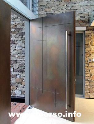 Подъездные металлические двери со стеклом.