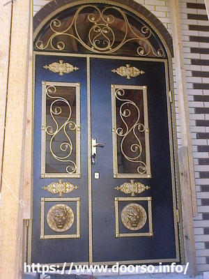 Металлические двери со стеклом, установка Москва.