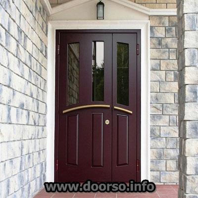 Металлическая дверь со стеклом.