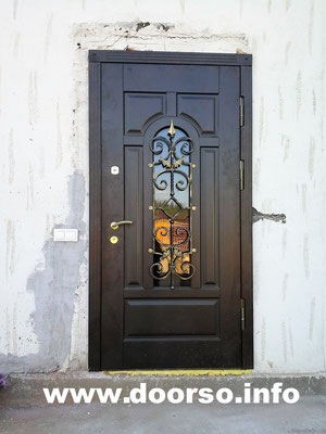 Металлическая дверь со стеклом на заказ.