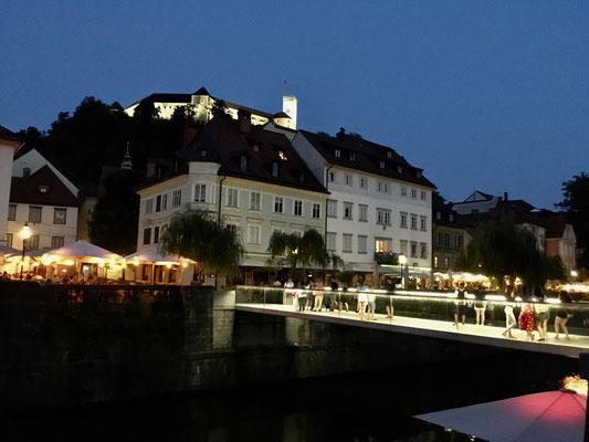 Nachtspaziergang  am Ljubljanica Fluss