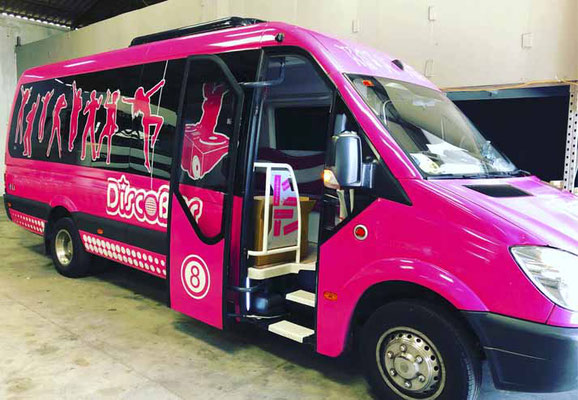 disco bus rosa en Cadiz