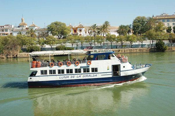 Barco Luna de la Giralda en Sevilla