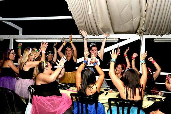 grupos de fiesta en la boat party de Sevilla